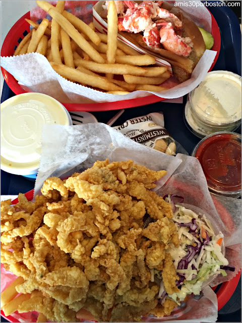 Bob's Clam Hut: Lobster Roll, Clam Chowder & Bandeja de Marisco Frito