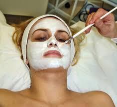 आपकी त्वचा से टैनिंग हटाने के 4 सरल उपाय