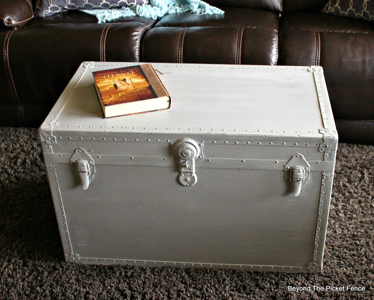 Beyond the Picket Fence trunk transformation, saving a trunk with paint, milk paint http://bec4-beyondthepicketfence.blogspot.com/2015/02/trunk-transformation-saving-old-trunk.html