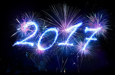 Pic of 2017 written in night sky in blue, pink and white fireworks