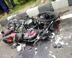 बाईक दुर्घटना में चार युवक जख्मी
