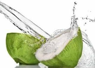 manfaat air kelapa hijau untuk menghilangkan wajah berminyak