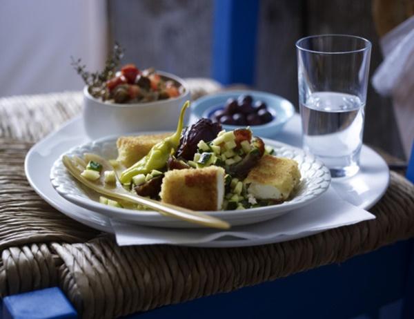Gebackener Feta Mit Dattel-Zucchini-Salat