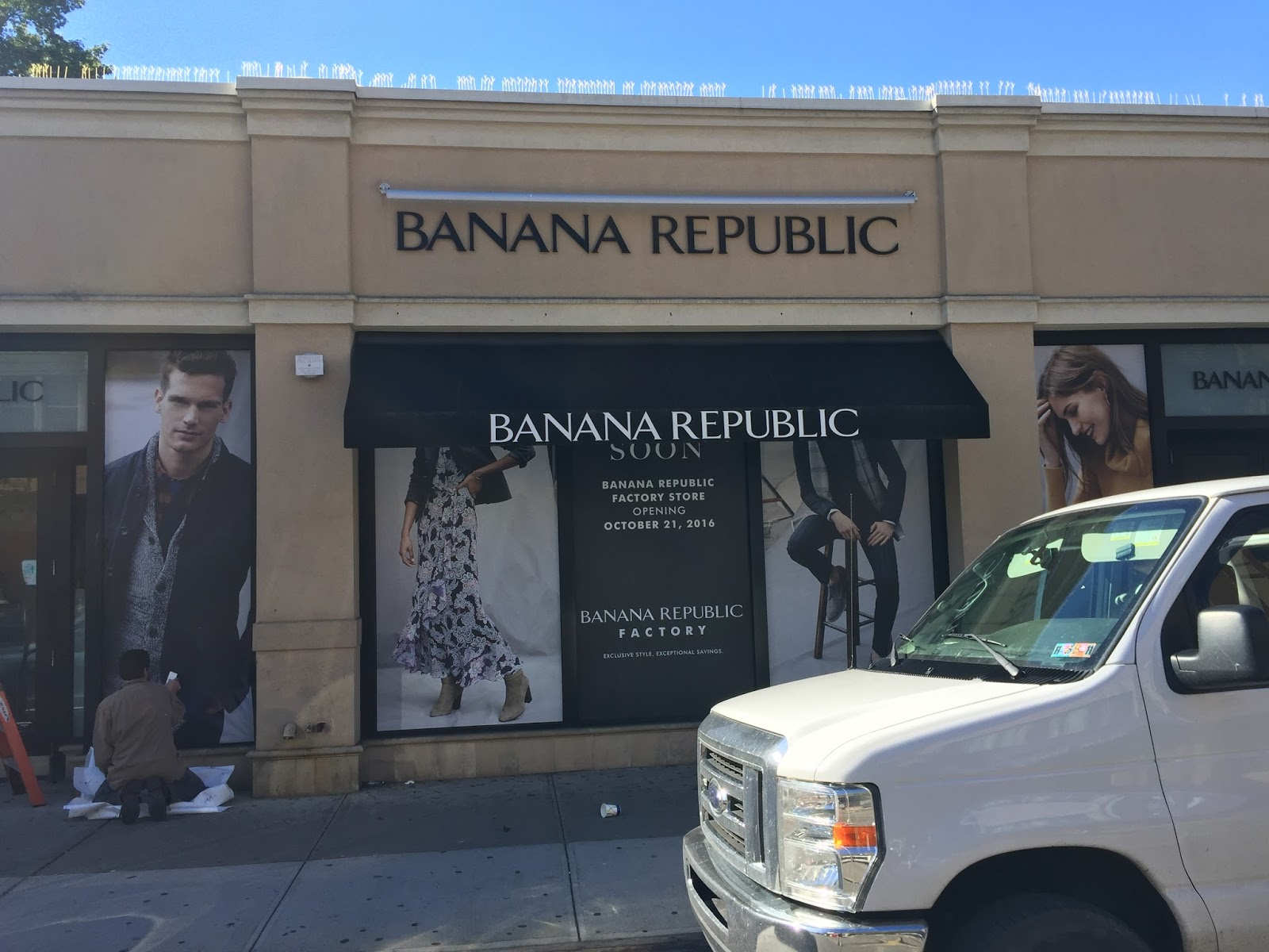 Edge of the City: Banana Republic Factory Store Opens