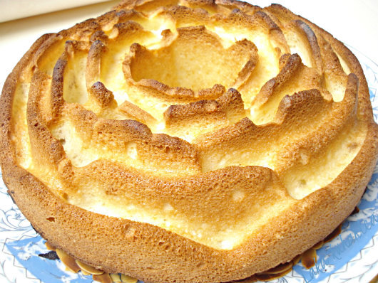 White cake with marzipan and almonds by Laka kuharica: tender and light cake made with egg whites.