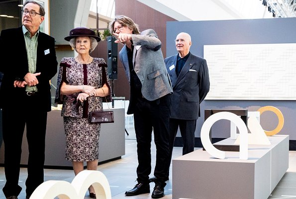 Princess Beatrix visited the exhibition of the late artist Ad Dekkers in the park of Bruns B.V. Heemschut Heritage Association