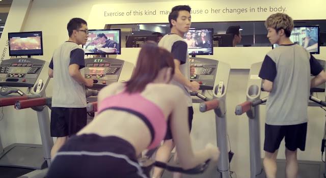 Chica sexy en un gimnasio de Corea