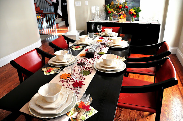 thanksgiving table setting decor ideas flowers red leaves