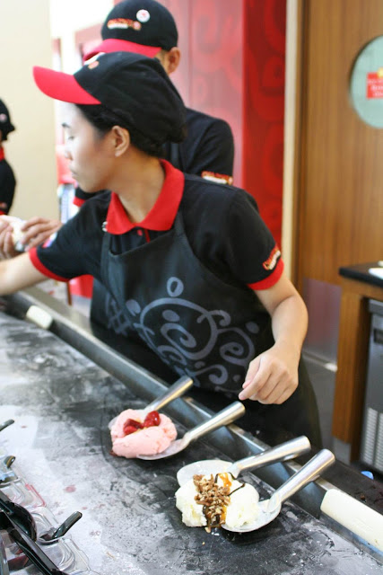 Cold Stone Creamery Servers mixing ice cream creation chilled granite stone