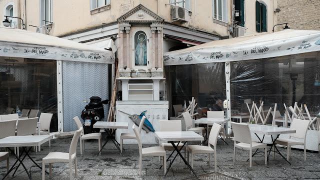 Napoli, Borgo Marinari. Street photography con la Fuji X-T2