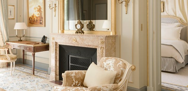 Breathtaking feminine romantic suite with fireplace in renovated Ritz Paris