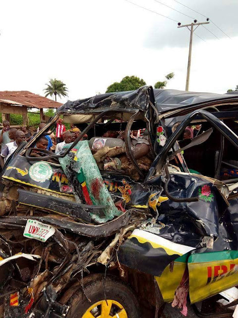 5 Dead, Several Injured As Trailer Crushes Commercial Bus In Enugu(graphic pics)