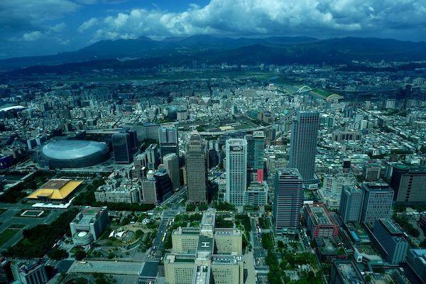欣葉(シンイエ)レストランの一般席は台北松山空港方面を向いている