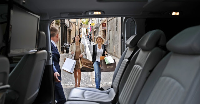 Professional Car Drivers of CDG Card Service in Paris