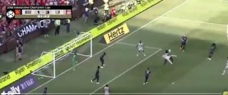 شاكيري يسجل هدف عالمى ضد مانشستر يونايتد