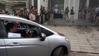 rekonstruksi kasus perampokan yang berujung 6 orang tewas di kawasan pulomas Jakarta Timur gelar 90 adegan. 75 adegan dibeberkan saat kejadian perampokan dan penganiayaan 11 korban di lokasi Tempat Kejadian Perkara (TKP), rekonstruksi ini juga di hadiri oleh salah satu pelaku Ius Pane