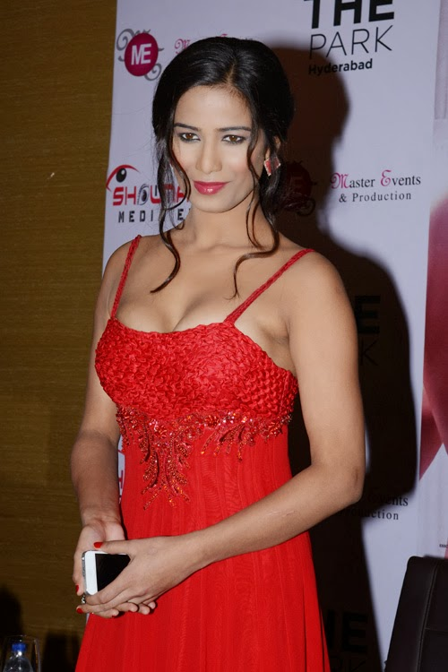 sexy hot poonam pandey,sexiest heroins,hot boobs,sexy boobs,hot heroins,sexy heroins,most hot boobs heroins,most hot boobs pictures,heroin hot pictures,poonam pandey sexy