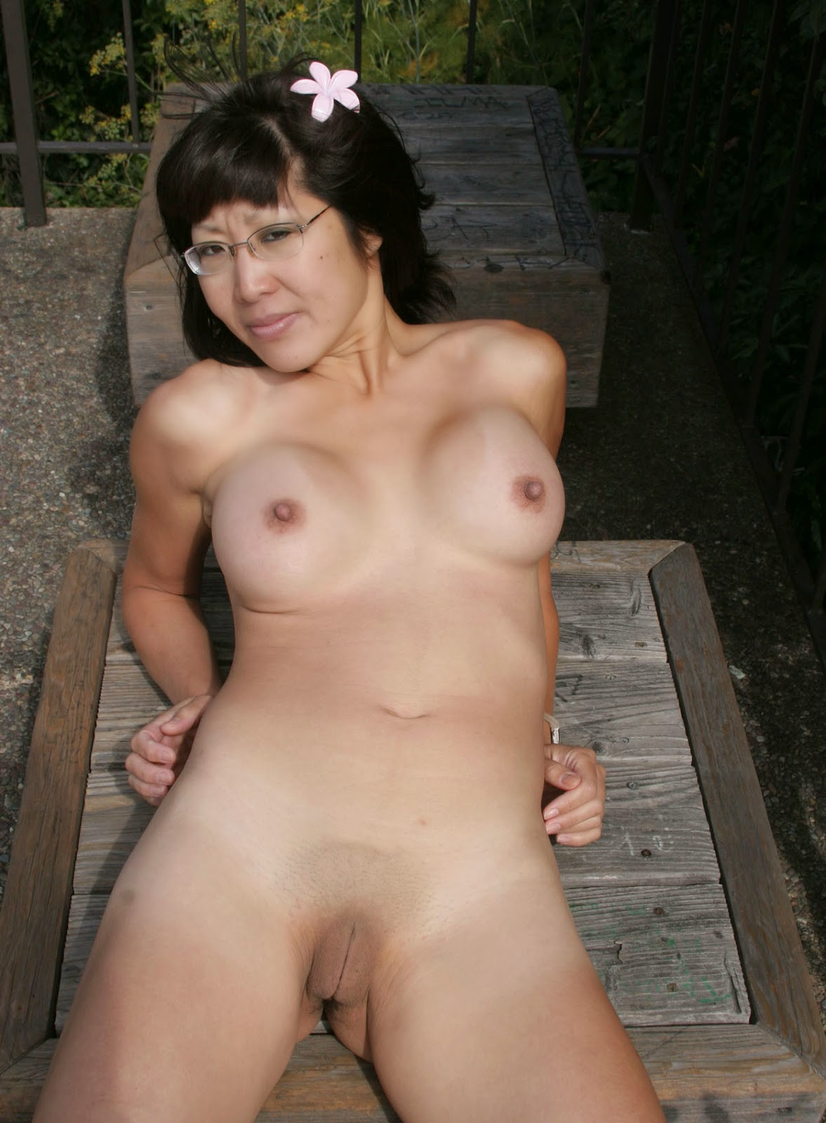 Asian mom nude