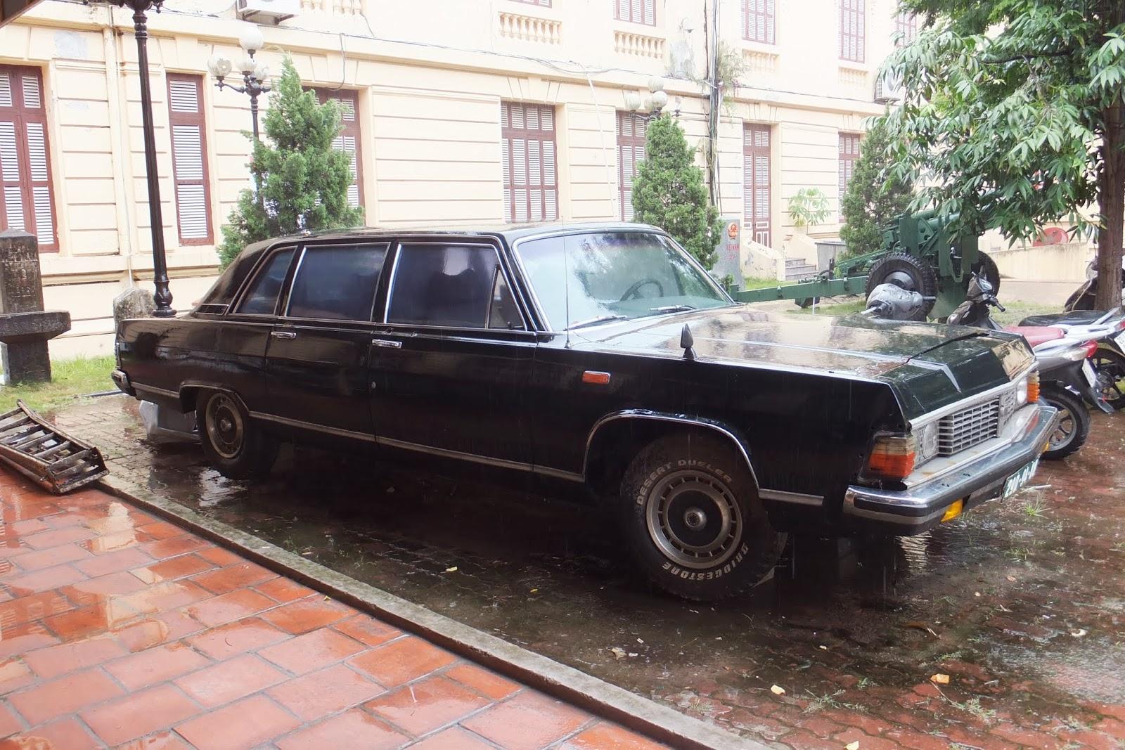 旧ソビエト連邦チャイカ USSR-Chaika-car-front2