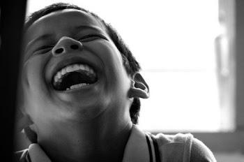 Οι άνθρωποι που γελούν σαν μικρά παιδιά είναι λίγοι και διαλεχτοί