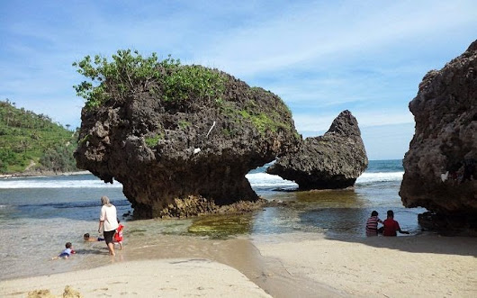Siung beach Yogyakarta Indonesia - Free wallpaper sites