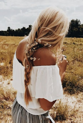 https://s-fashion-avenue.blogspot.it/2018/05/beauty-new-floral-hairstyles-for-spring.html