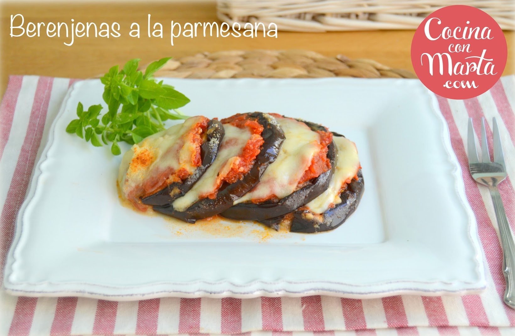 Berenjenas a la parmesana, Parmigiana di melanzane, receta casera tipica italiana, comida italia, mozzarella, albahaca, tomate, Cocina con Marta