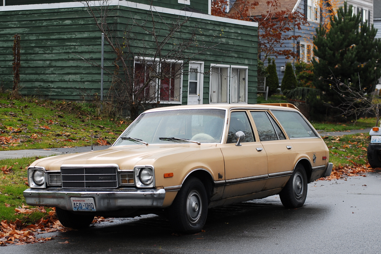 OLD PARKED CARS.: 1976 Plymouth Volare Station Wagon