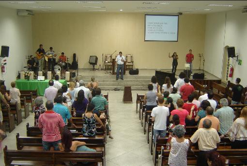 Nos últimos anos crescem o número de igrejas irregulares