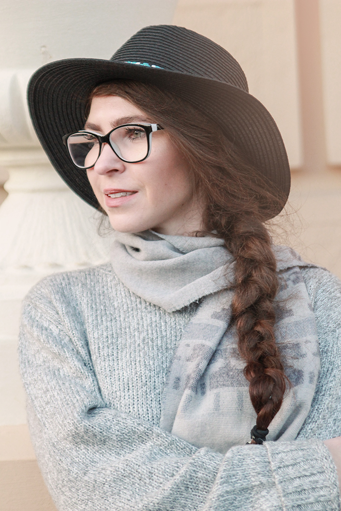 black hat stradivarius overknee boots gray wool sweater glasses
