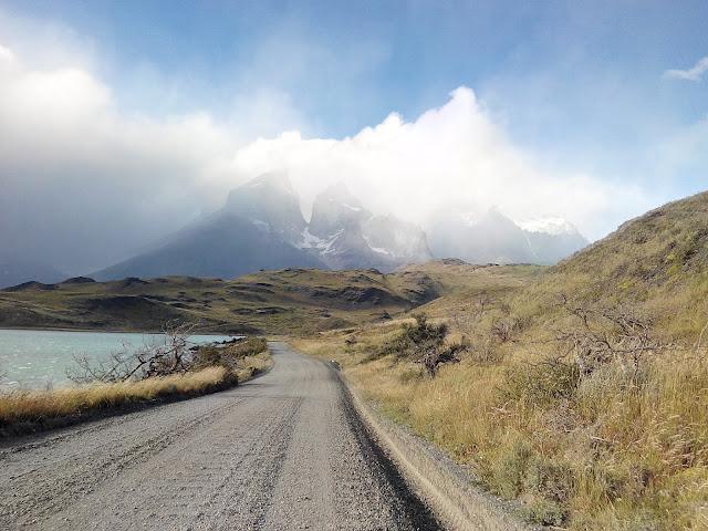 Cuernos del Paine con el lago Pehoé