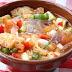 Gazpacho en ensalada, hortalizas, pan, aliño y hielos. Receta familiar