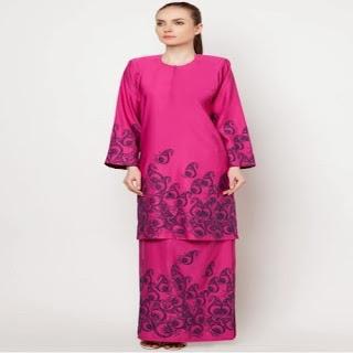 model baju kurung melayu dengan batik etnik