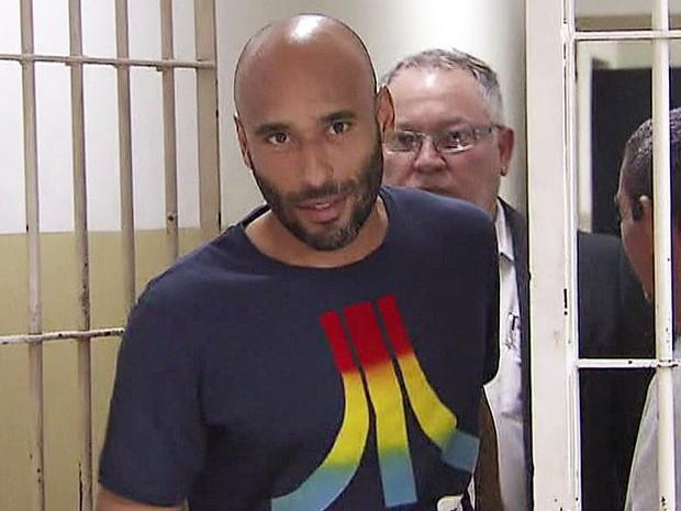 TJ-SP manda prender o ex-goleiro Edinho e estabelece pena de 12 anos