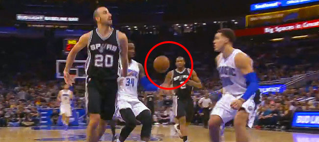 Manu Ginobili NASTY No-Look Pass to Kawhi Leonard (VIDEO)