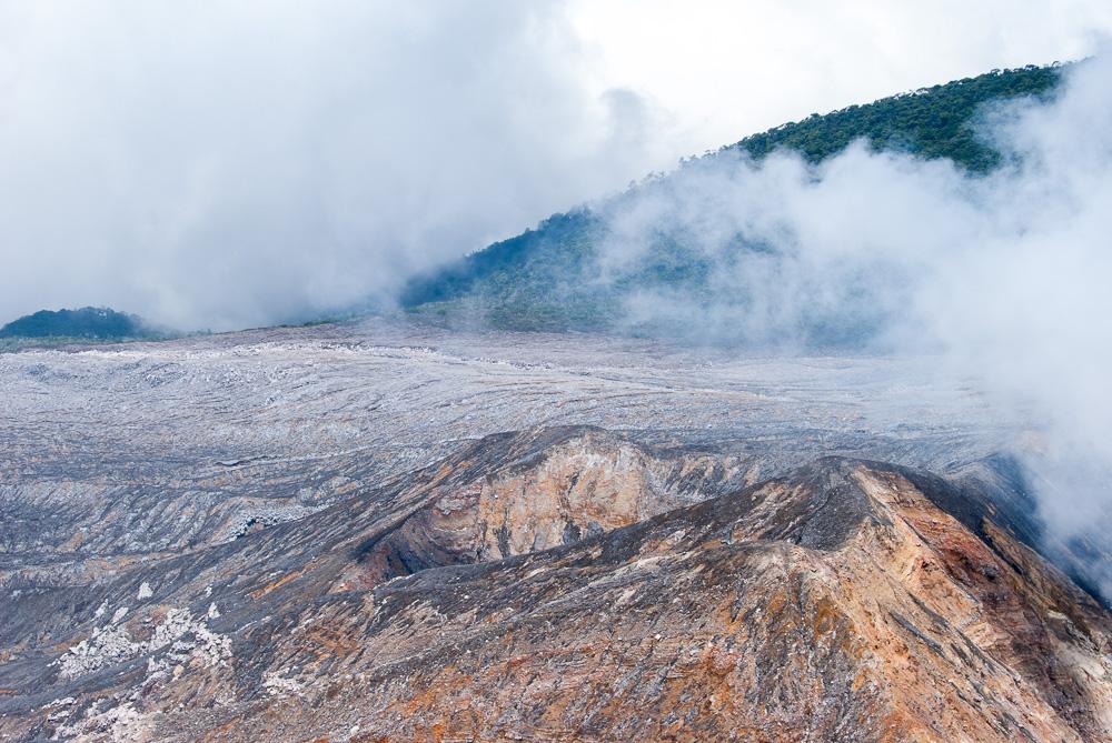 Wolkenfrei und mit blauen Himmel … Vulkan Poás, Costa Rica. Auf Reisen mit travel-to-nature.