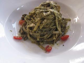 Fettucine con Pesto e Pollo