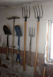 Gardening tools nice and tidy