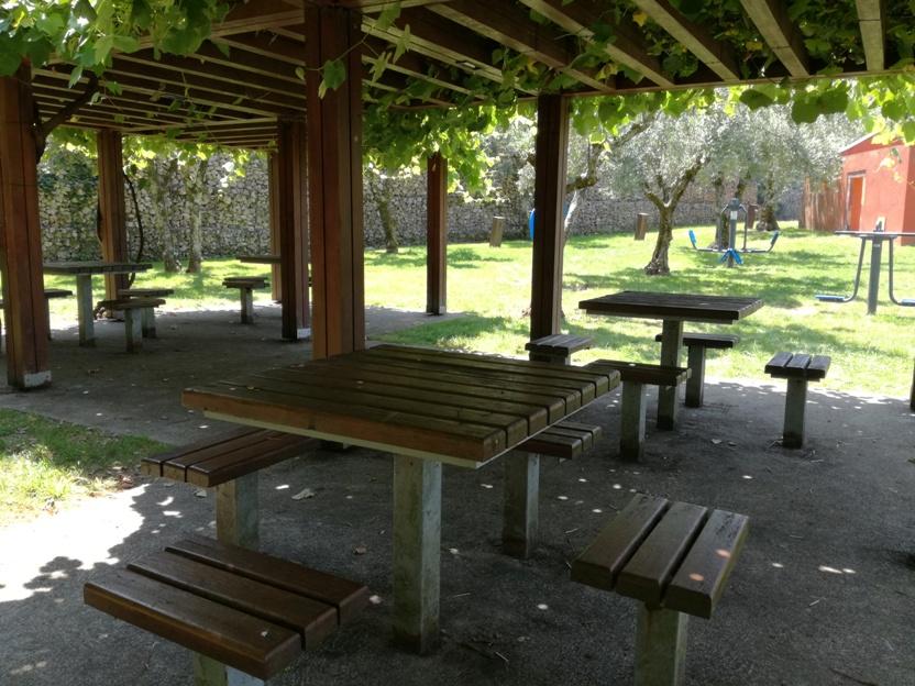 Mesas parque de Merendas com sombra