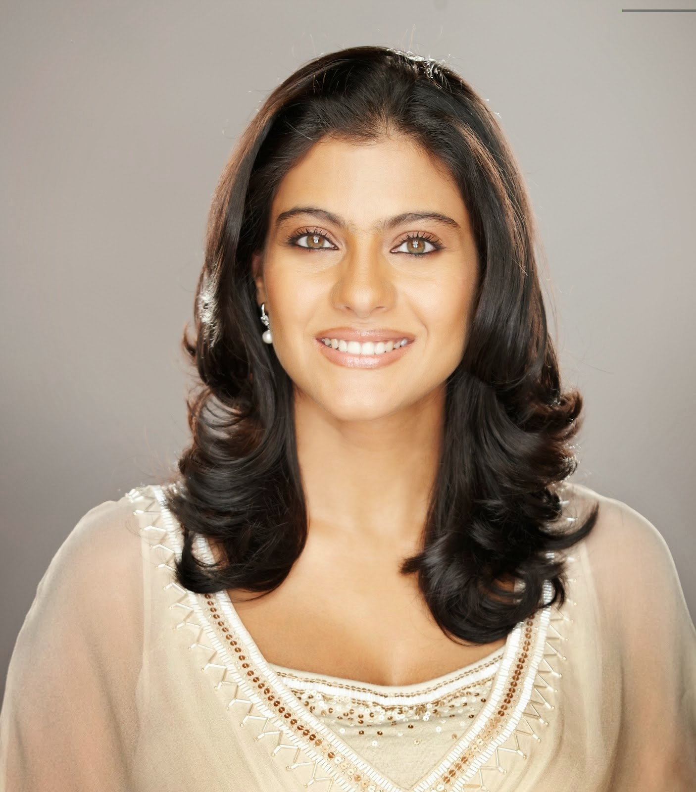 Kajol Hobbies : Reading & Knitting