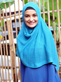 Artis hijab Cantik Zaskia Sungkar