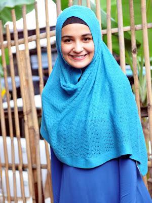 Artis hijab Cantik Zaskia Sungkar pernah tampil seksi dan bukabukaan kini cantik dan berhijab manis