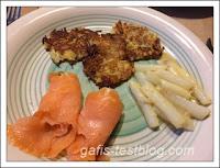 Spargel mit Lachs und Kartoffelpuffer