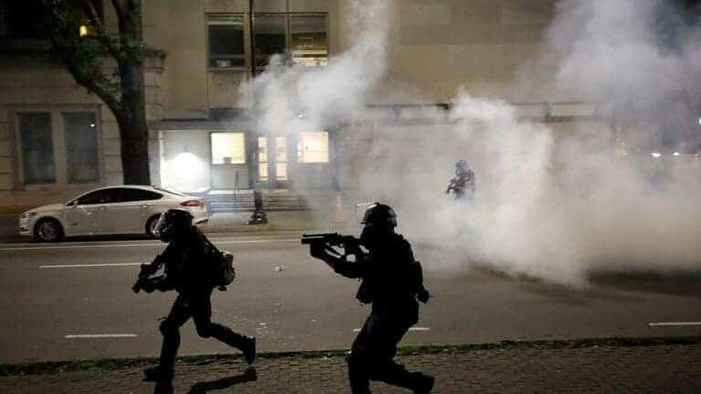اعتقال-أكثر-من-4-آلاف-شخص-منذ-اندلاع-الاحتجاجات-في-الولايات-المتحدة