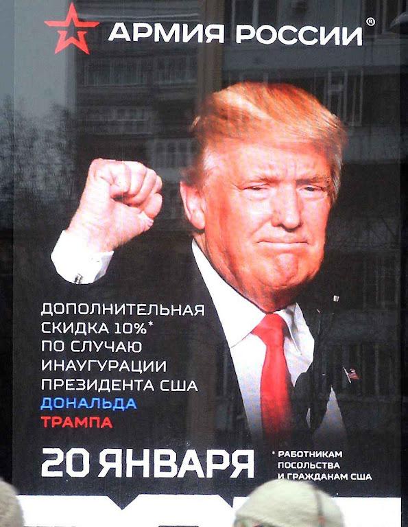 No centro de Moscou cartazes promoviam a candidatura de Donald Trump.