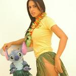 Andrea Rincon, Selena Spice Galeria 13: Hawaiana Camiseta Amarilla Foto 16