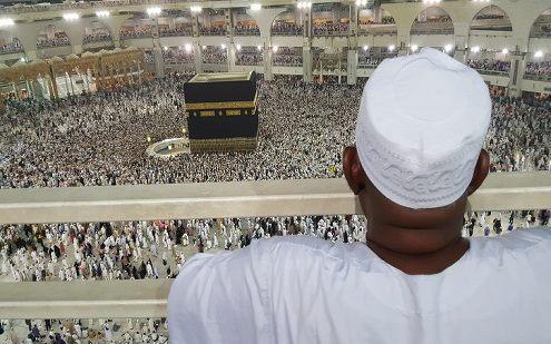Bantu Keluarga Cium Hajar Aswad, 2 Jamaah Asal Indonesia Ini Langsung Ditangkap Polisi Saudi