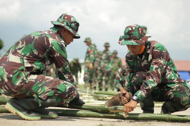 32 Prajurit TNI Dirikan Tenda Sekolah Darurat di Desa Karawana Sigi