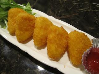Towada Kushitomo Fried Camembert 十和田市 串Tomo くしとも カマンベールフライ