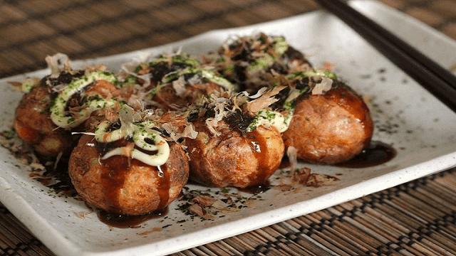 Isian takoyaki biasanya adalah gurita